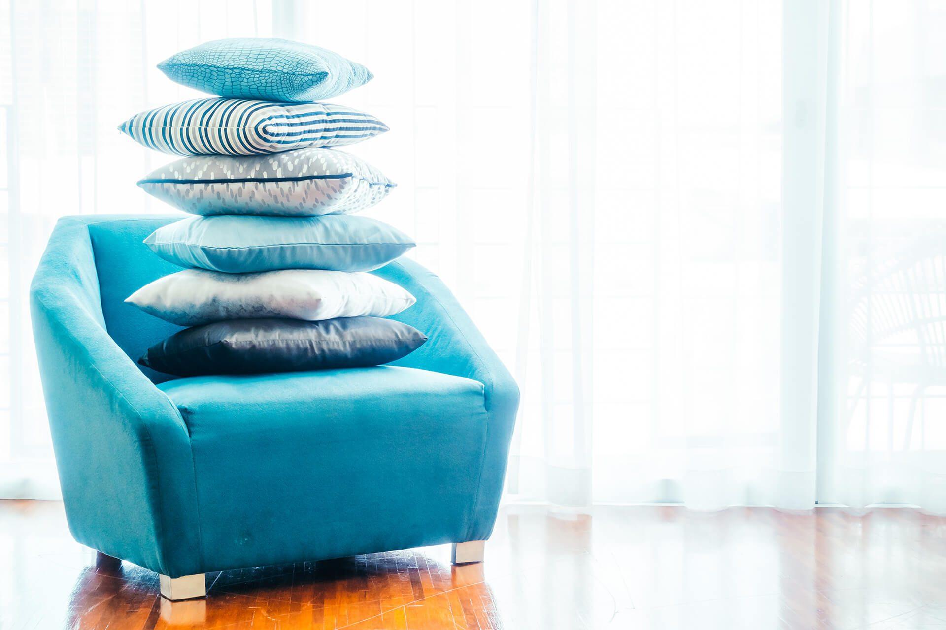 Πολυθρόνα τιρκουάζ με μαξιλάρια